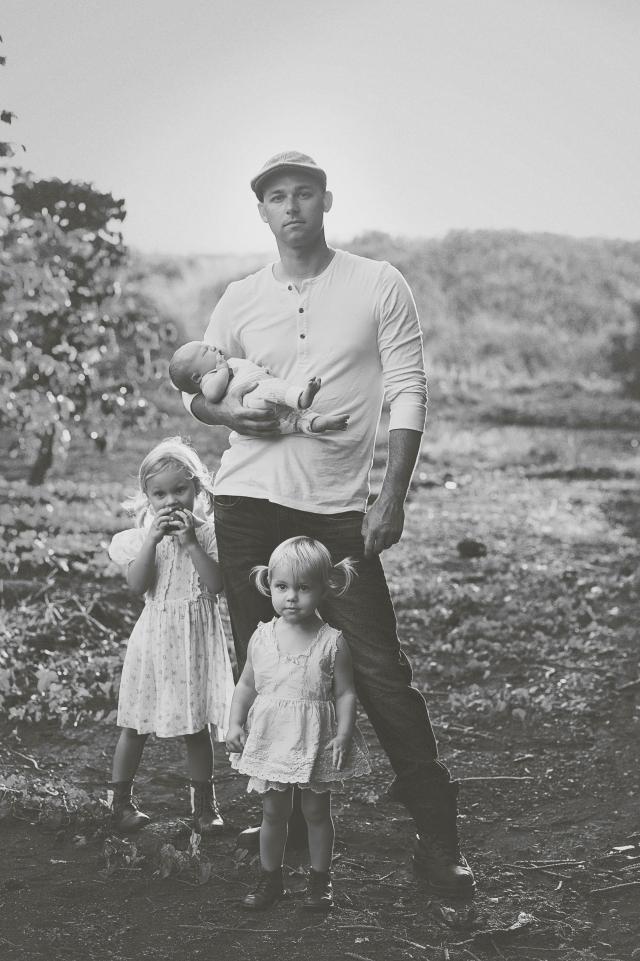vintage family photoshoot poses